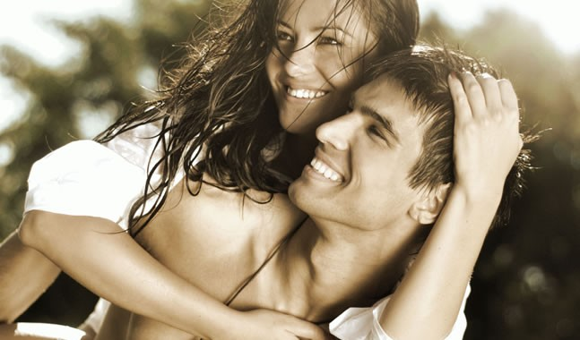 cute-couple-laughing-647x380