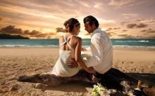 beautiful-beach-sunet-and-love-couple-700x438